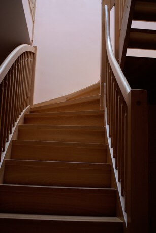 schody drewniane w domu
