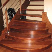 schody drewniane brązowe