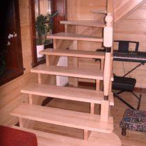 schody z miękkiego drewna